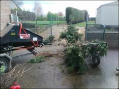 Broyeur de branches en fonctionnement