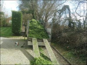 Une remorque remplie de pelouses