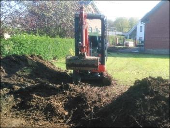 Minipelle creusant un terrain